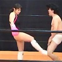 女子キックボクサーの金蹴り