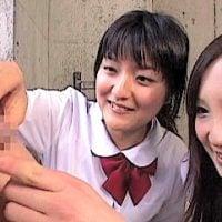 包茎いじりの女子校生