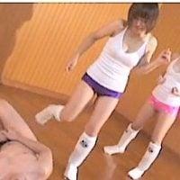 スポーツ少女に金蹴りされる
