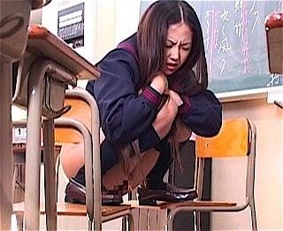 教室でウンチ