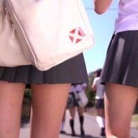女子校生の生脚とカバン