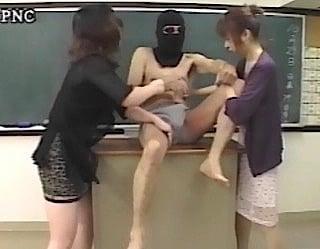 玉いじめの女教師