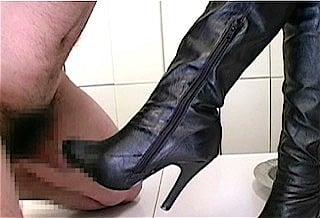 ブーツでチンポをいじめるドS星崎アンリ