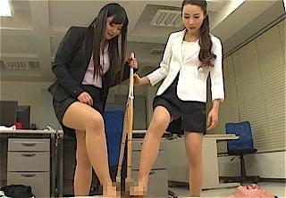女教師の体罰