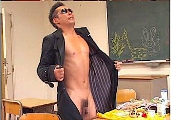 裸コートの露出狂